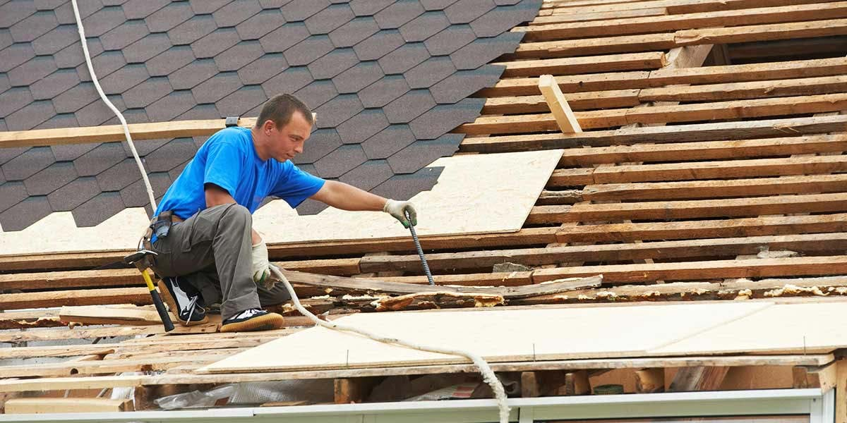 How to Find a Good Roofing Employee | Dumpsters.com