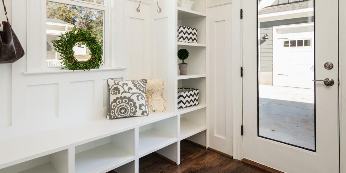 Clean and organized mudroom.